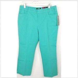 NWT! Apt. 9 Pants Curvy Fit Straight Leg Capri 10